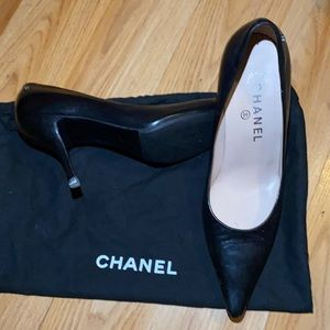 Size:37 black CHANEL pointed toe shoes
